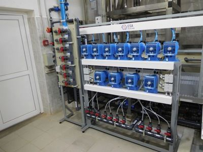 Fully automatic station for the preparation of cyanide galvanic baths and their automatic dosing into the respective tanks.